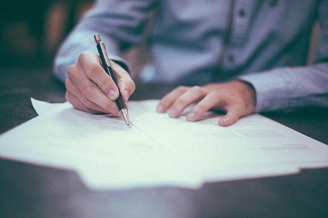 Akt notarialny mieszkania – co powinien zawierać?