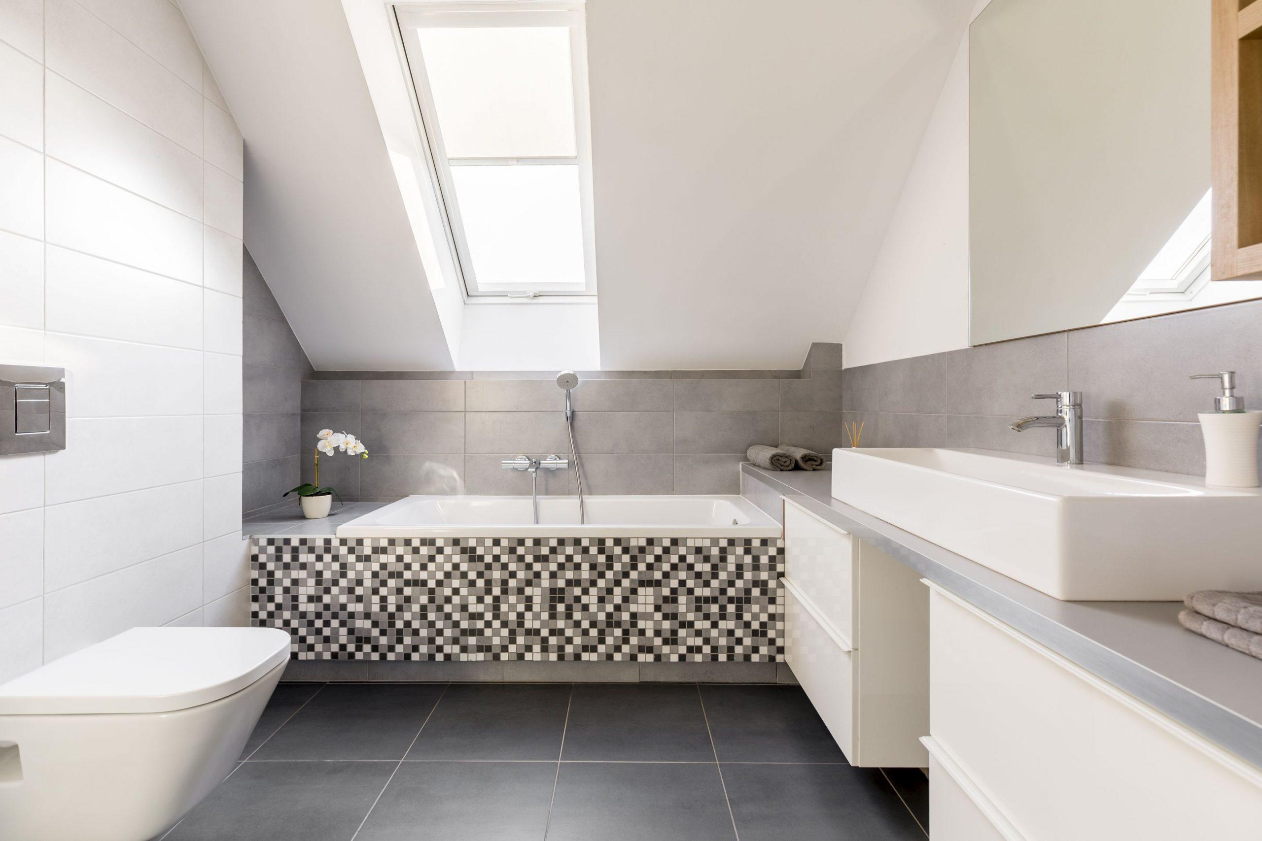 Blaty łazienkowe na wymiar z kamienia – dlaczego to dobry wybór?