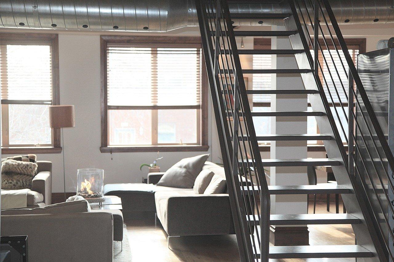 Meble, podłogi, a może wykończenie ścian? 3 elementy, które pomogą stworzyć spójny wystrój mieszkania