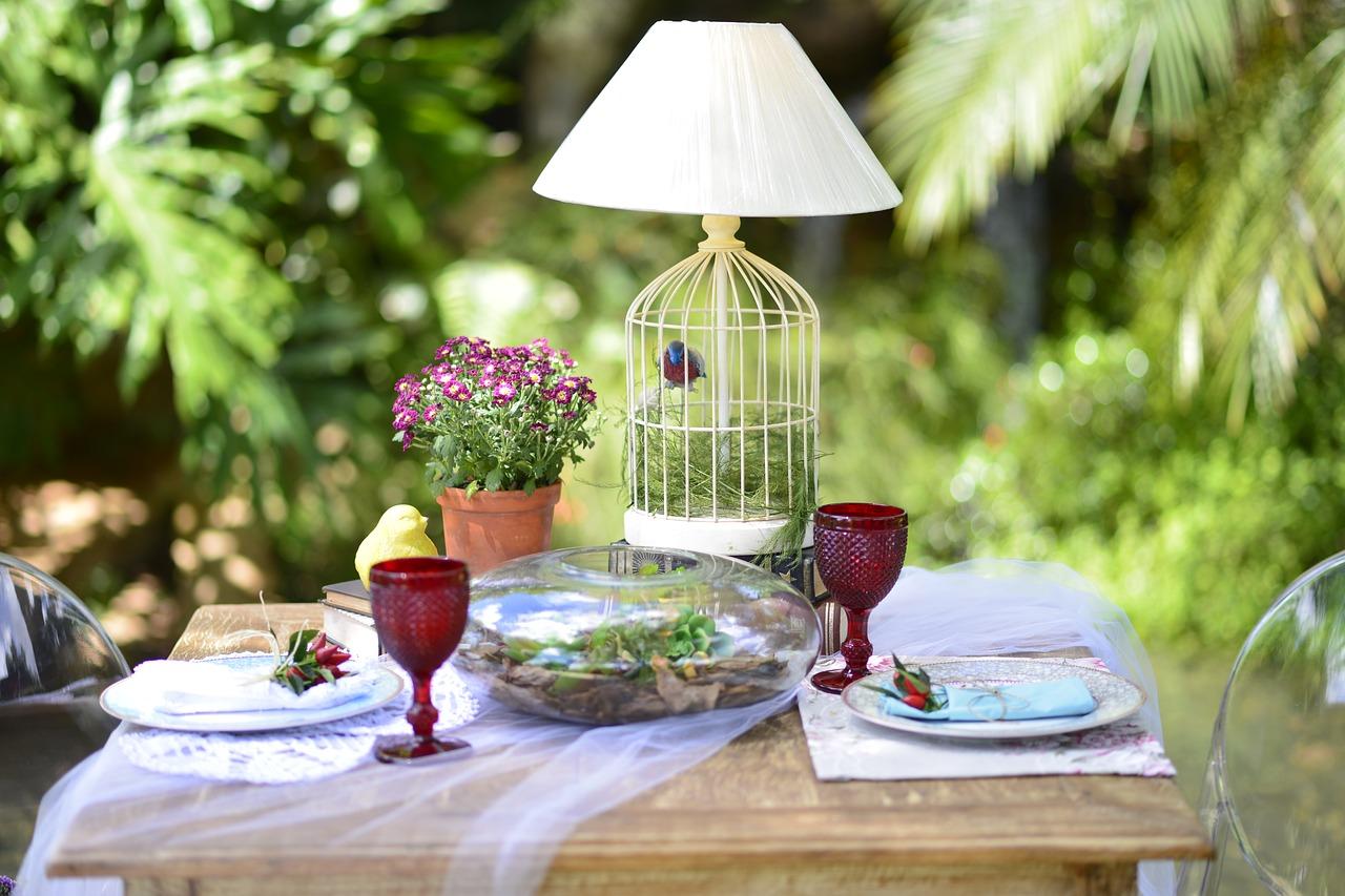 Wybieramy stół ogrodowy: od czego zacząć?